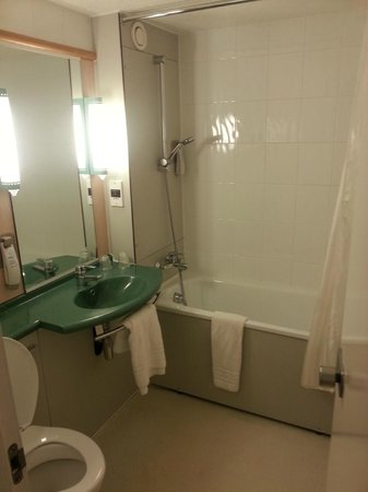 ibis Birmingham Centre Irving Street: Bathroom