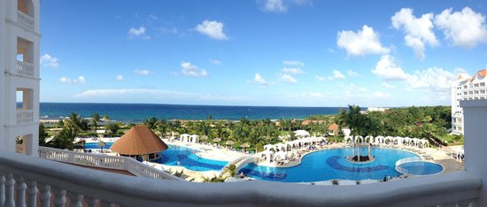 Grand Bahia Principe Jamaica: Fanatastic view from room overlooking adult pool