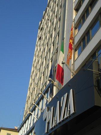 Hotel Plaza: 玄関