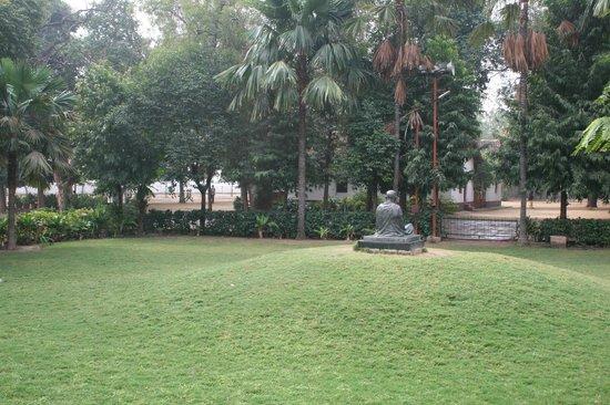 Sabarmati Ashram / Mahatma Gandhi's Home: Jardines