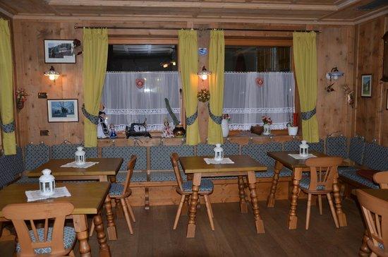 Hotel Alba: Stube