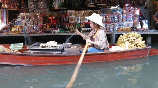 Tiger Temple ( Wat Pa luang Ta Bua): Floating market