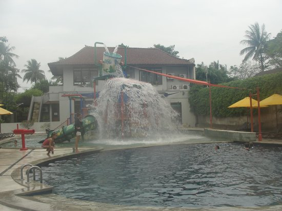 Bali Dynasty Resort Hotel: kids pool in the resort
