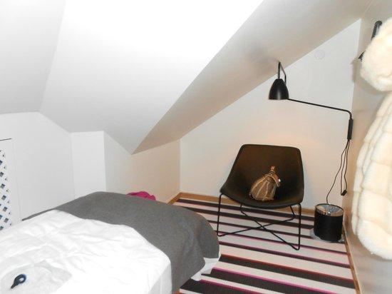Citybox Oslo: В номере из мебели только кровать и кресло