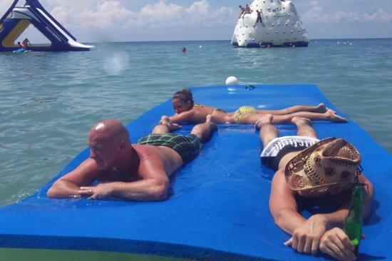 Paradise Beach: floating mattress....lovely