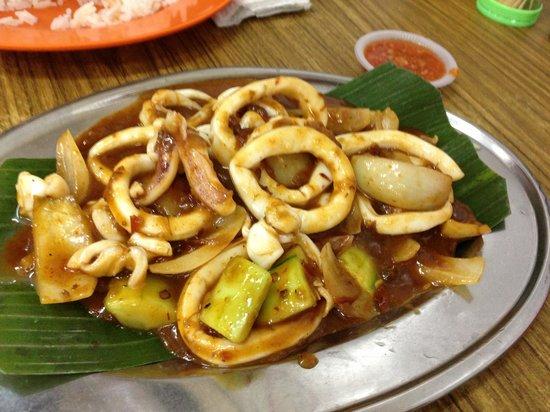 Tong Juan: Hav u ever see cucumber in sambal sotong?!?!?