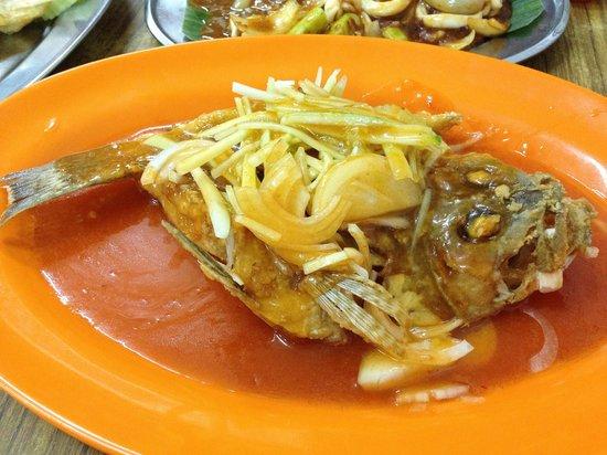 Tong Juan: Rounded up fish. Kena POTONG!!!