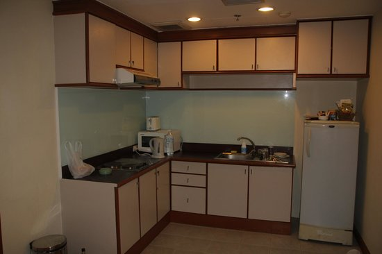 Evergreen Place Bangkok : кухня в номере