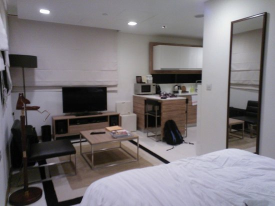 8 on Claymore Serviced Residences : studio room