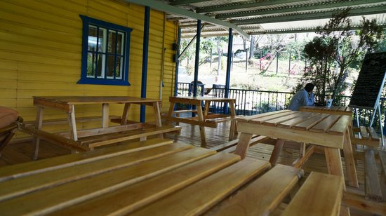 Fanny's Terrace Bistro: Picnic seating for fine dining