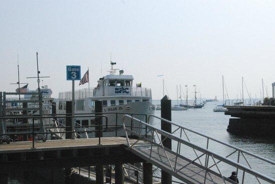 Harborside Inn: Ferry Close to Hotel