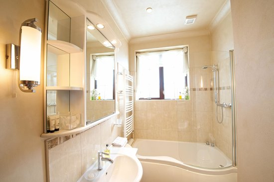 Arden House Bed & Breakfast Bexhill: Bathroom for room 4 (twin/double)