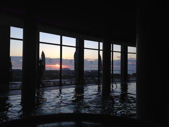 Dolce Sitges: Вид из внутреннего бассейна