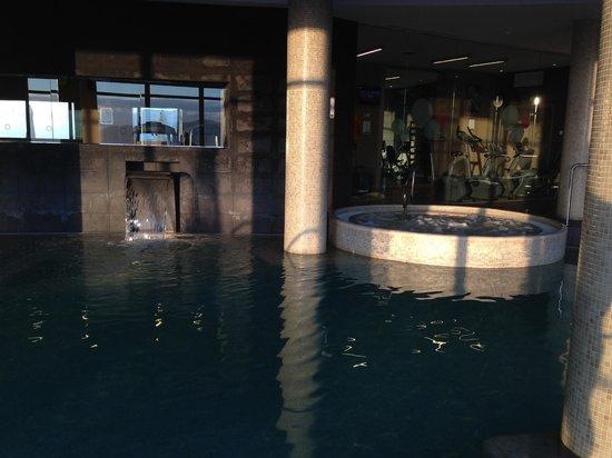 Dolce Sitges: Внутренний бассейн, джакузи, спортзал