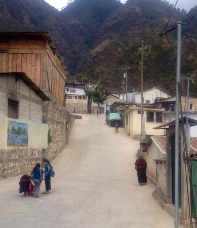 La Casa de Alicia: A look at the town of Santa Cruz, their house is just off to the right