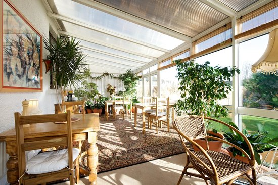 Arden House Bed & Breakfast Bexhill: Breakfast conservatory