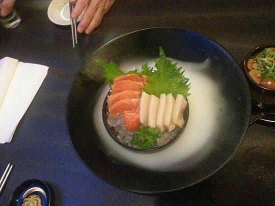 Nijyumaru Japanese Restaurant : Sake Sashimi