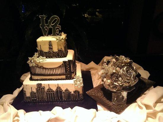 Hilton Philadelphia at Penn's Landing : Love Park Cake