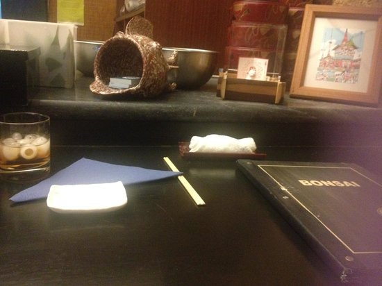 Bonsai Restaurante Japones: Bar table
