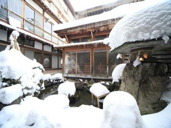 Yudanaka Seifuso : 冬の中庭