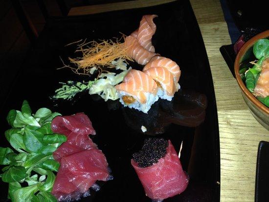 Jorudan Sushi : The Tuna roll with caviar was outstanding