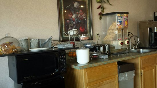 St. Louis Travelodge : This is the huge breakfast bar that you have to choose from. ..   Was going by earlier reviews,