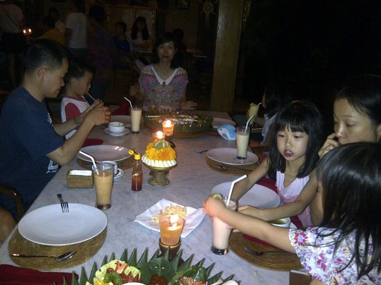 Cafe Wayan & Bakery : Our Guest are having dinner in Cafe Wayan