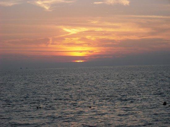Las Palmas by the Sea: Beautiful sunsets every night!!