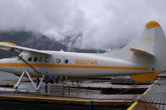 Taku Glacier Lodge & Wings Airways: Float plane