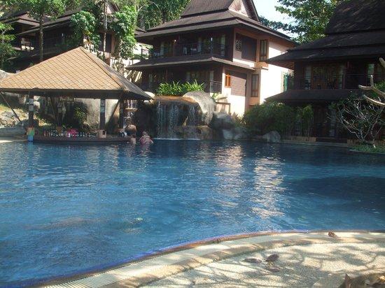 Khaolak Merlin Resort: The swim up bar