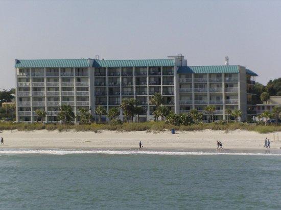 Bermuda Sands Motel: Bermuda Sans from the Shore.
