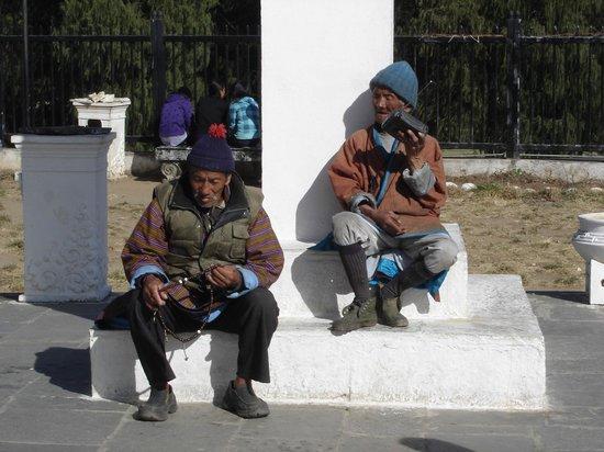 Thimphu Chorten (Memorial Chorten) : Buthanese men at Thimphu's Memorial Chorten