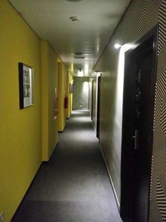 Internacional Design Hotel: corridor 4th floor