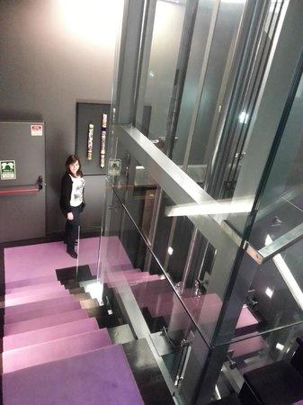 Internacional Design Hotel : elevator