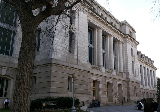 Museo Nacional Smithsonian de Historia Natural: fachada