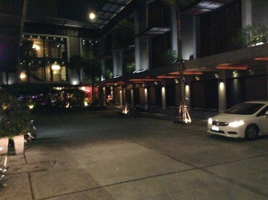 Siam Swana Hotel: Hotel Car Park