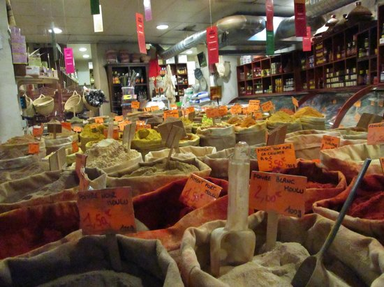 Marseille Provence Greeters - Private Tours : Spices at a local market