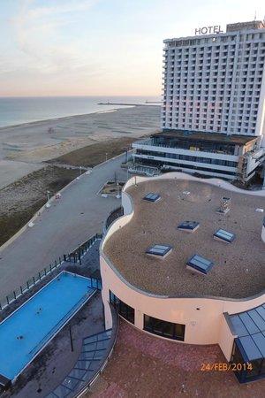 Blick aus der 11 etage am morgen bild von a ja for Aja warnemunde resort