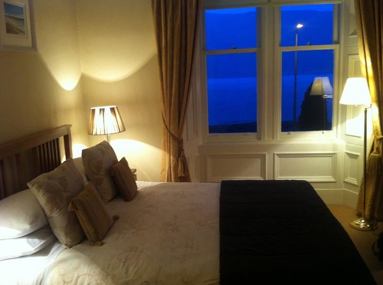 Buccleuch Guest House: Room with view over the loch