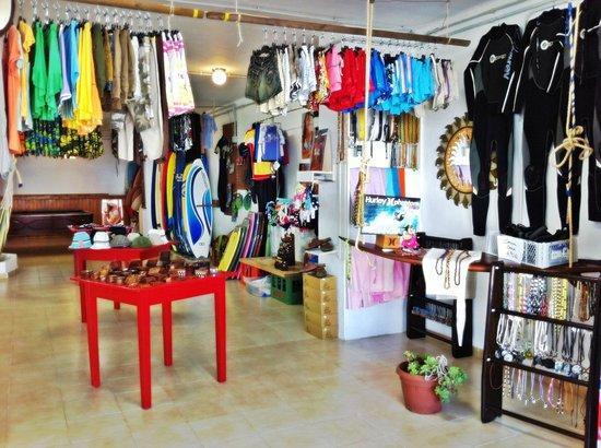 38a0f989902e3 una ropa super chula en la tienda  fotografía de Clandestino Surf ...