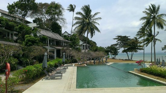 Turi Beach Resort: Emerald pool and beach front rooms