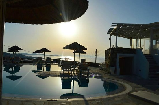 Hermes Mykonos Hotel : Cocktails by the pool