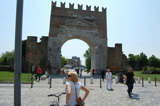 Rimini centro : арка Августа в центре города