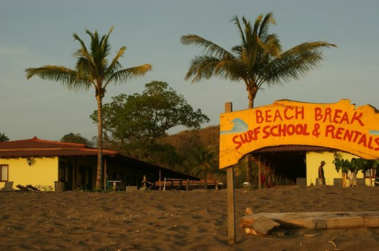 Beach Break Surf Camp and Hotel Playa Venao: Surf camp vu de la plage
