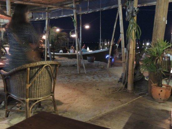 Fisherman's Restaurant & Bar : vue sur la terrasse et les barques