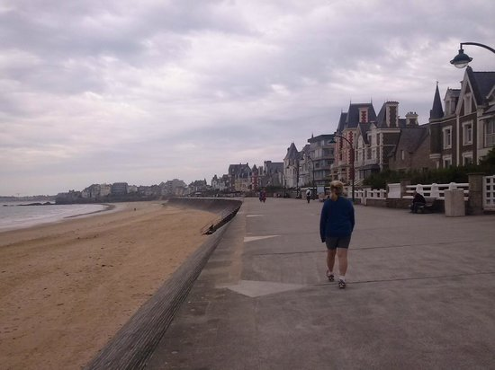 Camping aux Pommiers: promenade