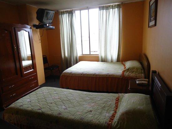 Hostal Rony's: Habitación Doble con baños privados