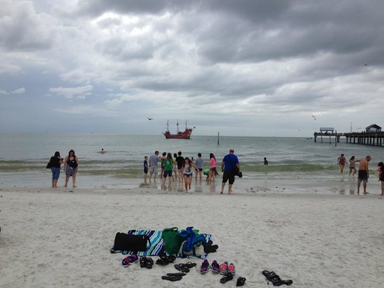 Clearwater Beach : Pirate ship, with loud cannons to boot!