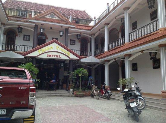 Thien Trung Hotel: вид с улицы