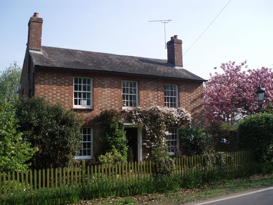 Capel, UK: Birling House in Springtime